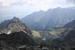 popołudniowe Rysy (na szczycie) - widok na Słowację (i naszą drogę)