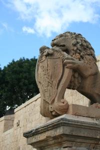 lwy przy bramie do Mdiny